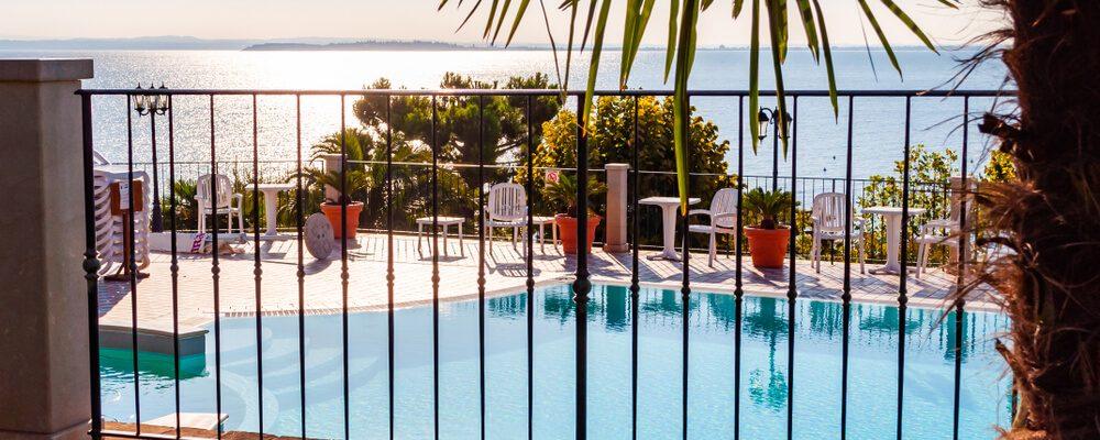 Cerca para piscinas: mantendo a segurança sem perder o estilo